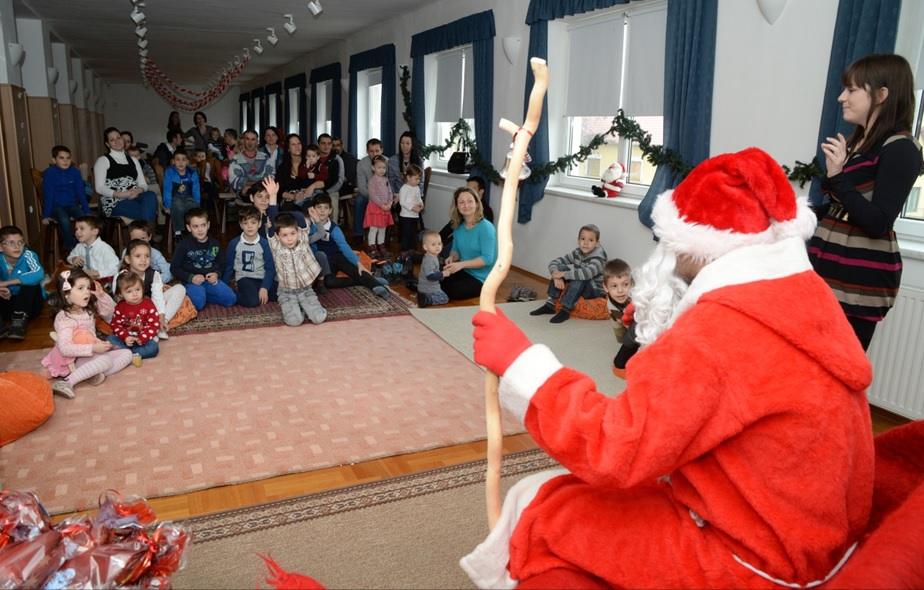 Santa Claus visits the children of the colleagues